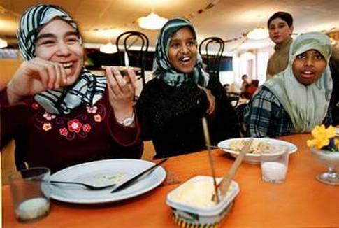 السويد: توصيات لتعديل مواعيد الصوم والإفطار خلال رمضان