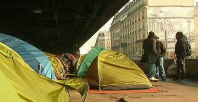 باريس تخلي مخيم يضم آلاف المهاجرين