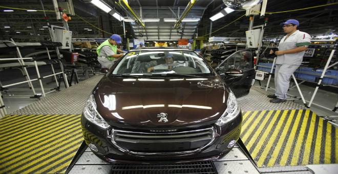 الملك محمد السادس يترأس حفل توقيع اتفاقية لإنشاء مصنع للسيارات في  المغرب