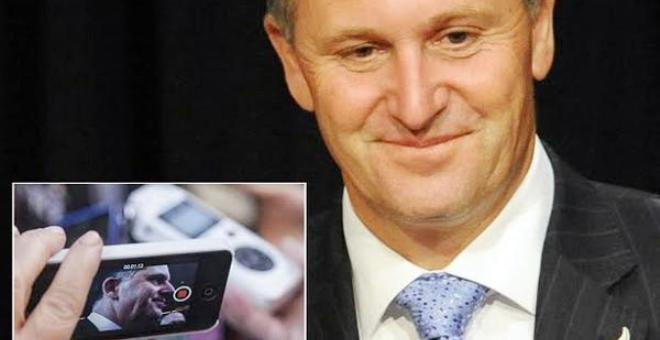 لماذا يغيّر رئيس وزراء نيوزيلندا جواله كل 3 أشهر؟