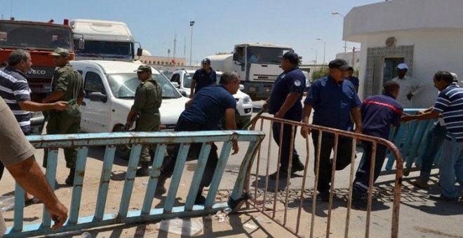 تونس تصدر قرارا يمنع مواطنيها من السفر إلى ليبيا
