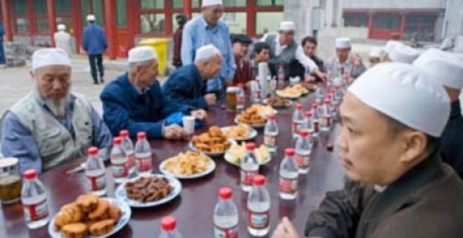 الصين تمنع «الموظفين والطلاب» من صيام رمضان