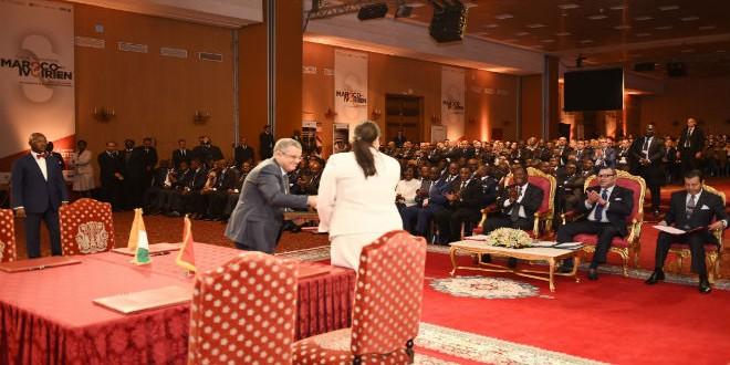 sm_le_roi_et_le_president_ivoirien_president_signature_-_g-Copy