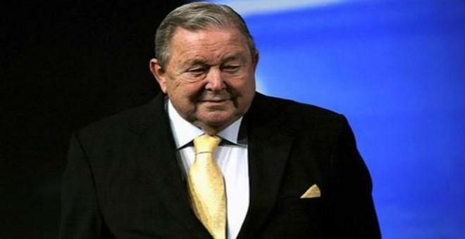 يوهانسون يرشح فيغو لرئاسة الفيفا