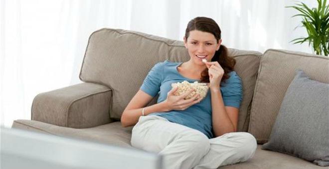 للنساء: الجلوس طويلا يصيب بسرطان الثدي والمبيض