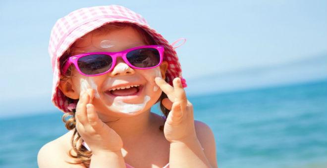 فيديو .. تعرفي على أضرار موجات الحرارة على طفلك وطرق حمايته