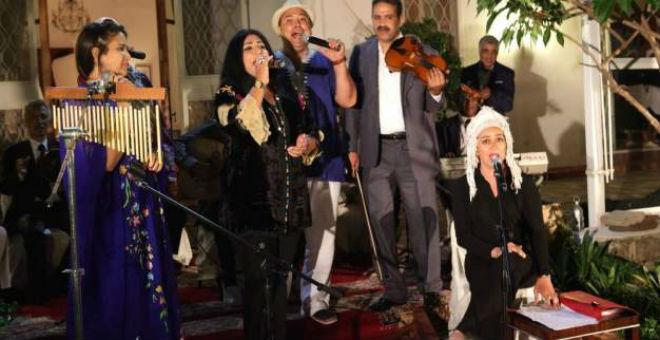 بعد احتفاء السفير الأمريكي بالمطبخ المغربي..القنصل تحتفل بموسيقانا