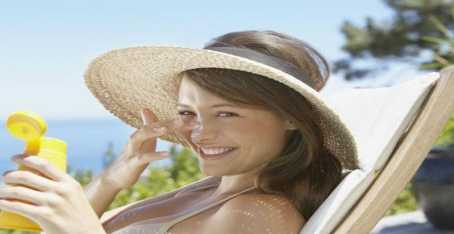 اكتشفي الفوائد المتعددة لزيوت الوقاية من الشمس
