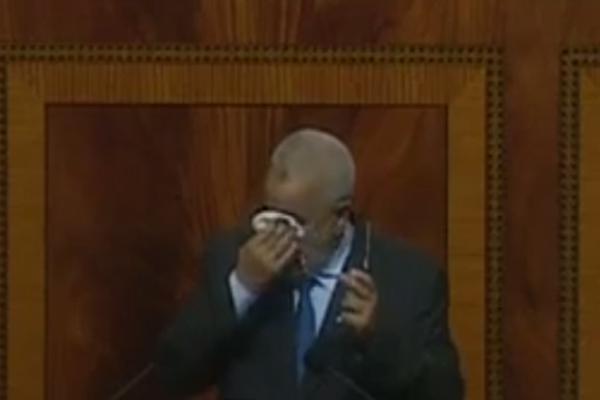بنكيران يذرف الدموع في البرلمان