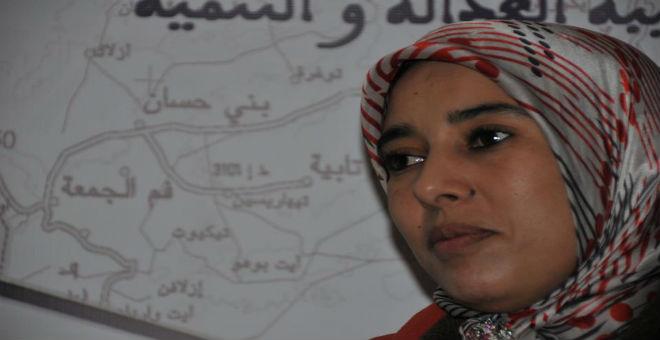 أمينة ماء العينين: هناك يرفعون علم فلسطين وهنا يرفعون التنانير