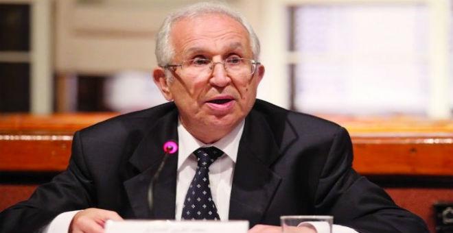 رحلة صحافية مع محمد العربي المساري إلى بلاد السلطان قابوس