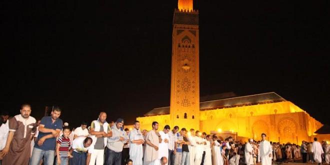 مسجد الحسن الثاني أمام