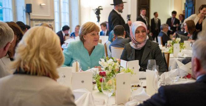 ميركل تقيم إفطارا على شرف المسلمين في برلين