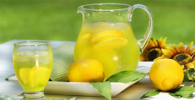 مشروبات طبيعية تنظف الجسم والأمعاء بعد رمضان