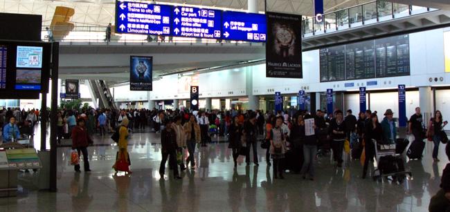 مغاربة عالقون أربعة أيام في مطار كينيدي