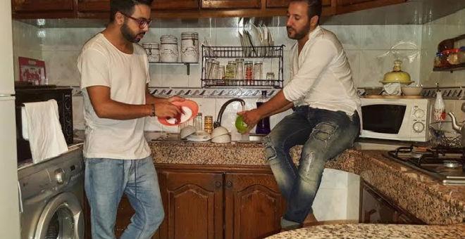 أحمد شوقي و إيكو ينظفان أواني الفطور
