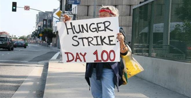أغرب 8 قصص للإضراب عن الطعام