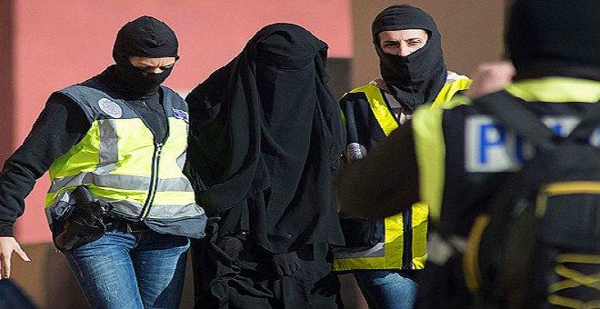 إسبانيا تعتقل إمرأة تجند فتيات لتنظيم