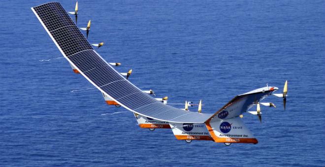 أول طائرة تعمل بالطاقة الشمسية تحقق رقما قياسيا رغم عطلها