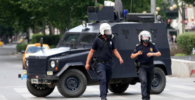 تركيا تعتقل 21 شخصا يشتبه في انتمائهم إلى
