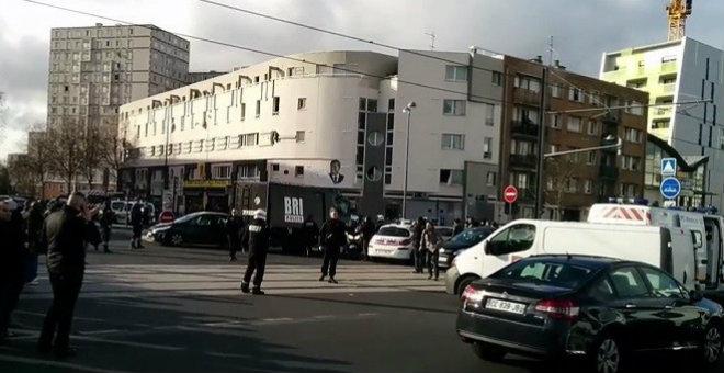 مسلحون يحتجزون رهائن في باريس