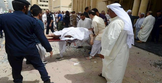 اعتقال ثلاثة أشقاء سعوديين يشتبه في تورطهم بتفجيرات مسجد بالكويت