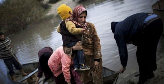 مواطن سوري يرمي ابنته في البحر خلال رحلته السرية لإيطاليا