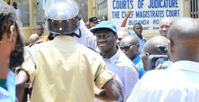 أوغندا تعتقل كل من ينافس الرئيس على الحكم