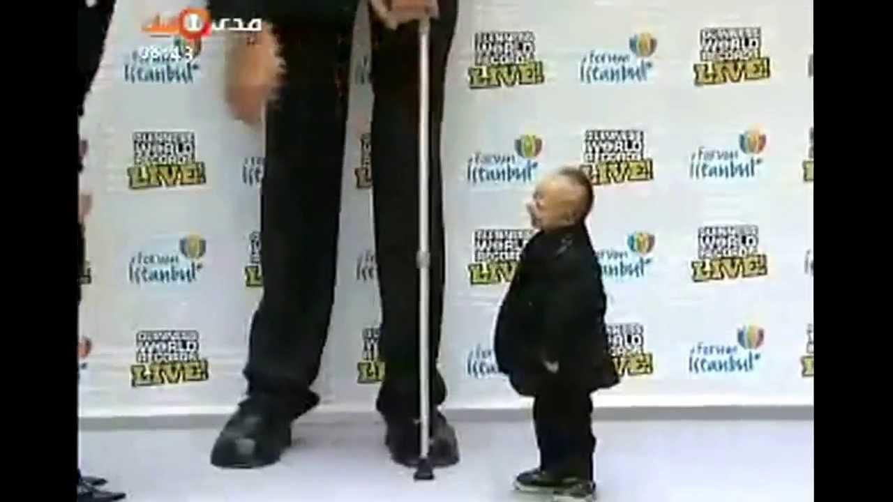 لقاء بين أطول وأقصر رجل في العالم