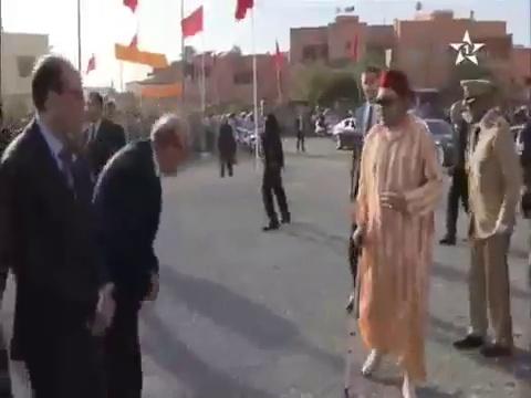 الملك محمد السادس يدشن مشروعا متكئا على عكاز