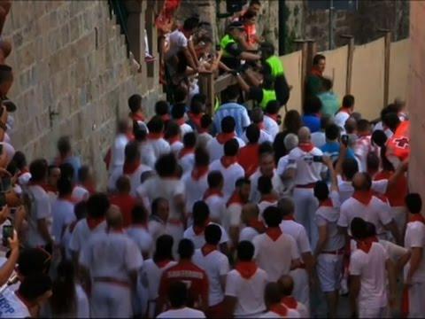 ثيران تطارد الإسبان في مهرجان سانفيرمين بمدينة بامبلونا