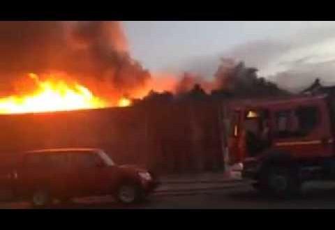 حريق مهول يأتي على سوق الخميس بمراكش