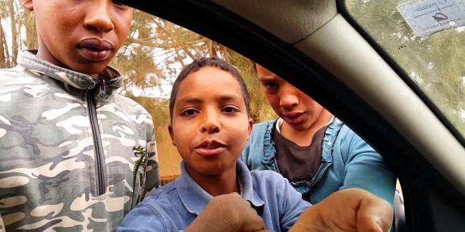 فتاة تركية تسخر من أطفال مغاربة