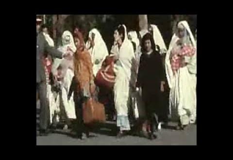 فيديو نادر لعملية تهجير وطرد المغاربة من الجزائر
