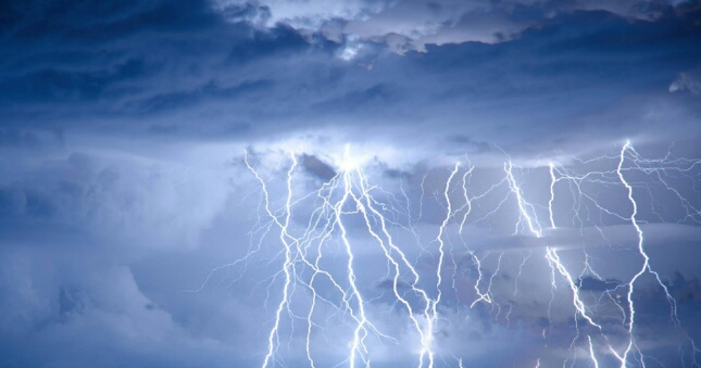 احذروا..عواصف رعدية بعدد من مناطق المملكة اليوم الأحد
