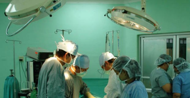 أول عملية جراحية على دماغ امرأة حامل