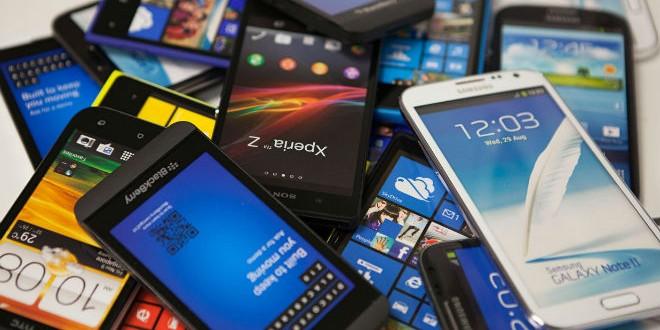 Pile-of-smart-phones-014-2