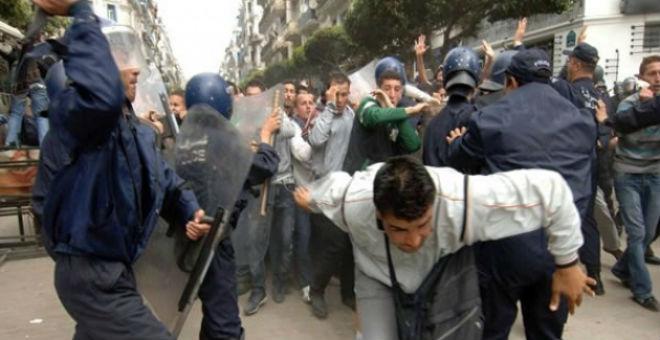 الجزائر وأزمة البترول..هل هي نهاية السلم الاجتماعي؟