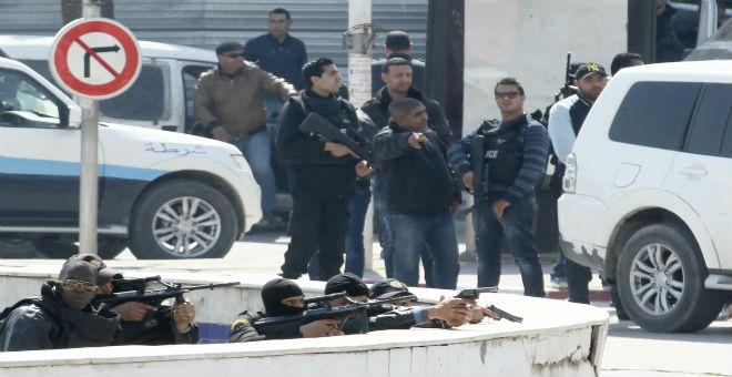 تونس: واعتقال 4 مشتبه بهم بعد الاستنفار الأمني بشارع الحبيب بورقيبة