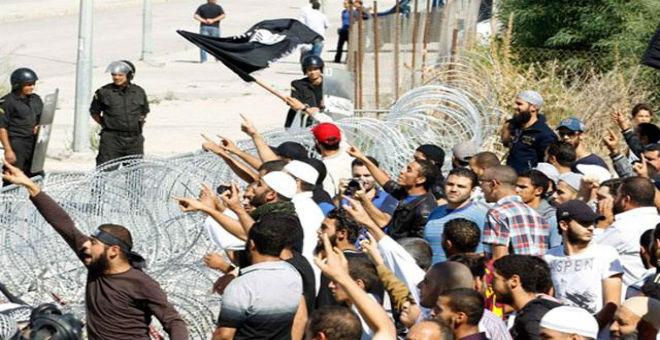 مواجهات بسوسة بين شبان وقوات الأمن على خلفية إغلاق مساجد