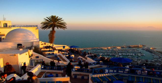 ما هو سر تفضيل السياح الجزائريين لتونس والمغرب؟