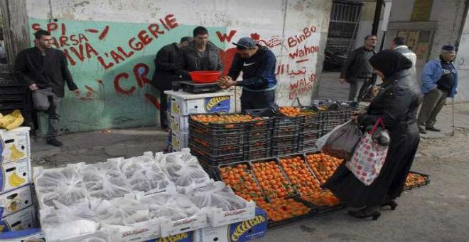 تخطي الجزائر للأزمة رهين بالاستدانة
