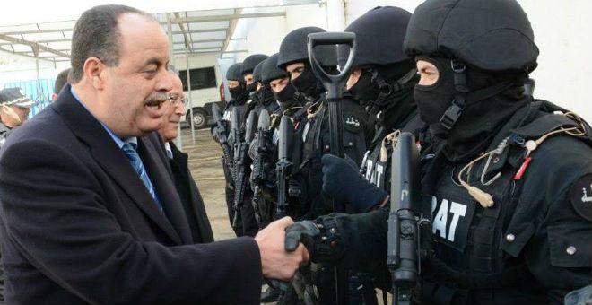 وزير الداخلية التونسي يدعو الأمن إلى توخي الحذر
