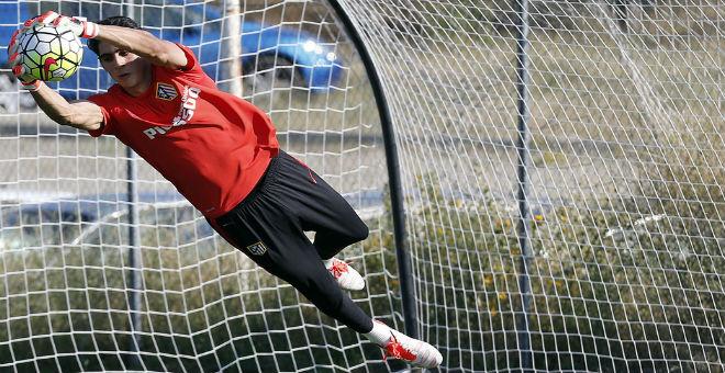 ياسين بونو يتدرب مع فريق أتلتيكو مدريد