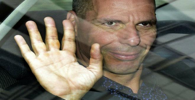 وزير المالية اليوناني يقدم استقالته غداة الاستفتاء