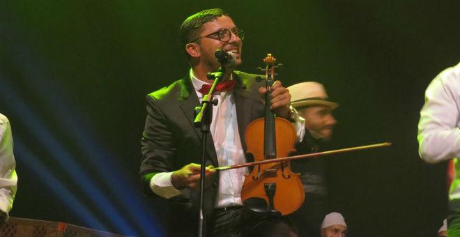 حاتم عمور يدخل عالم الفكاهة عبر