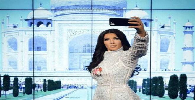 كيم كادراشيان تتحول إلى تمثال من الشمع