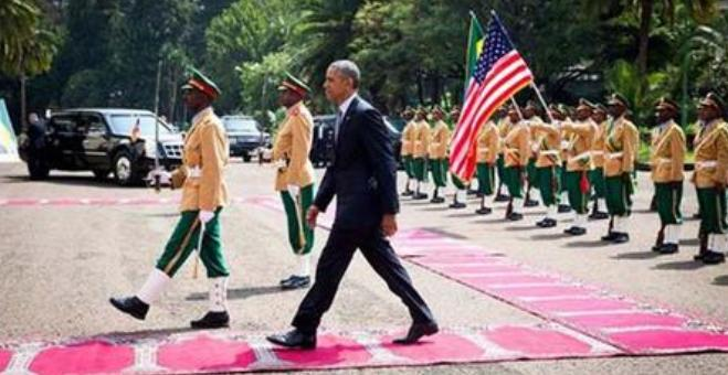 شاهد..اثيوبيا تستخدم سجاد الصلاة في استقبال أوباما