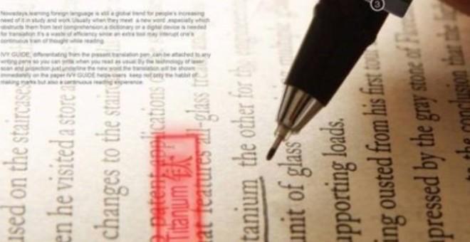 تصميم مبهر لقلم يترجم أثناء الكتابة