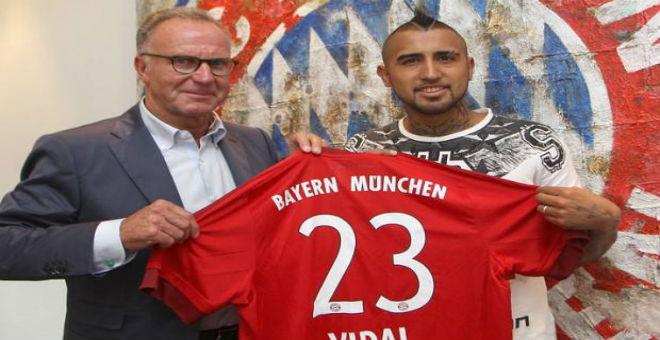 رسميا فيدال يحمل قميص بايرن ميونخ